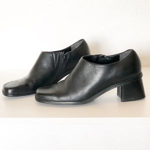 Naturalizer Black Leather Ankle Booties S37 805A54